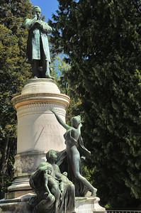Dole - Monument à Louis Pasteur, au parc Saint-Maurice