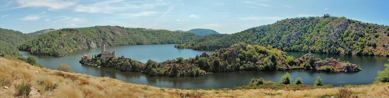 Lac de Grangent - Châteaux de Grangent et d'Essalois