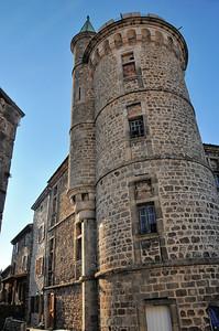 Pélussin - Rue de la Tour et château de Virieu