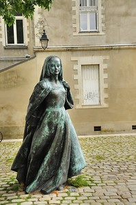 Nantes (Naoned) - Place Marc Elder - Statue de la duchesse Anne