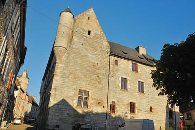 Martel - Place Henri Ramet - Palais de la Raymondie