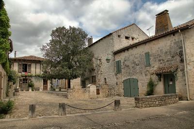 Pujols - Place Sainte-Foy