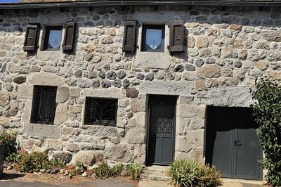 Nasbinals - Aride architecture