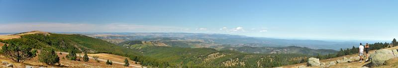 Mont Aigoual - Le panorama nord avec le Portalet et au loin le mont Lozère