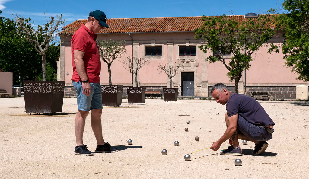 Game of petanque in Marseillan