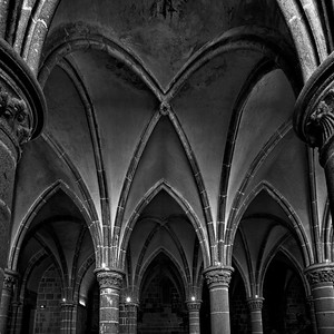 Mont_Saint_Michel_arched-pillars_D75_5322