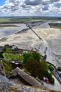 Mont_Saint_Michel_looking_down_Causeway_D75_5277