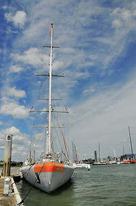 Lorient (An Oriant) - Cité de la Voile - La goélette Tara avant son départ en mission