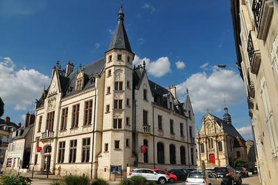 Nevers - Place Carnot - Bâtiment de la Caisse d'Epargne