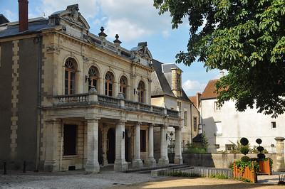 Nevers - Esplanade du Château - Théâtre
