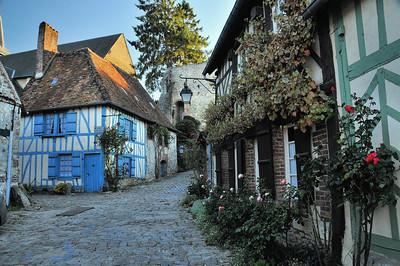 Gerberoy - Rue du Château et Maison bleue