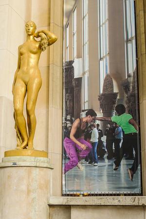 Gilded bronze statue at the Palais de Chailot