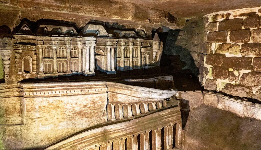 Paris Catacombs Tour - Sculptures de Décure - Visit the Catacombs of Paris, France