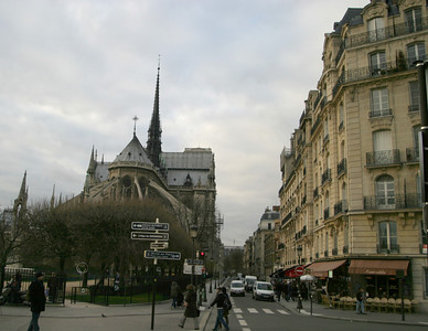La Cathédrale de Notre Dame, from the foot of the Pont Saint-Louis