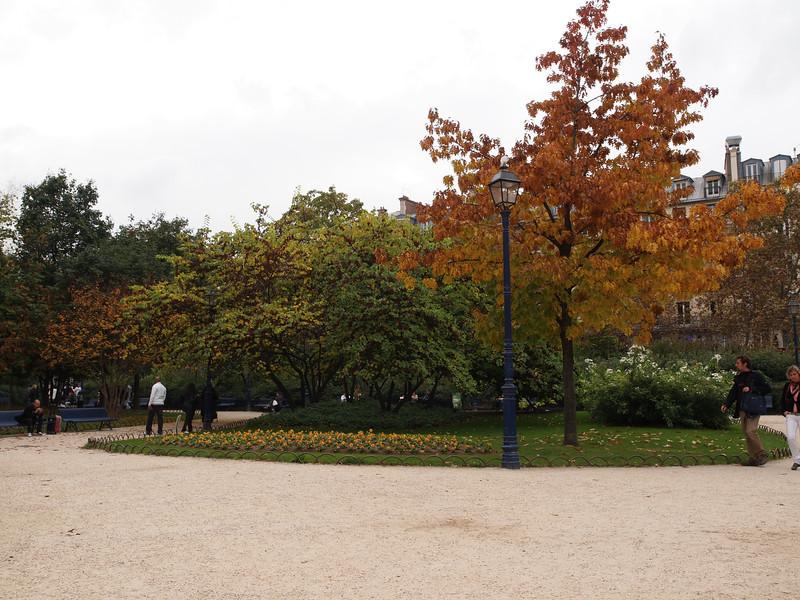 """Small park at Tour Saint-Jacques, Paris, France. <a href=""""http://en.wikipedia.org/wiki/Saint-Jacques_Tower"""">http://en.wikipedia.org/wiki/Saint-Jacques_Tower</a>"""
