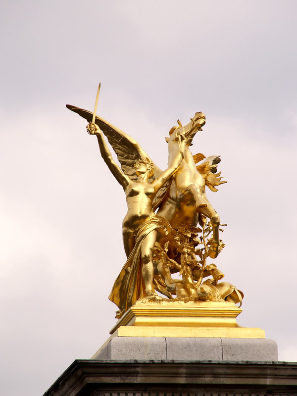 Statue on top of the right-hand column, taken from the same place as the previous picture (180mm).
