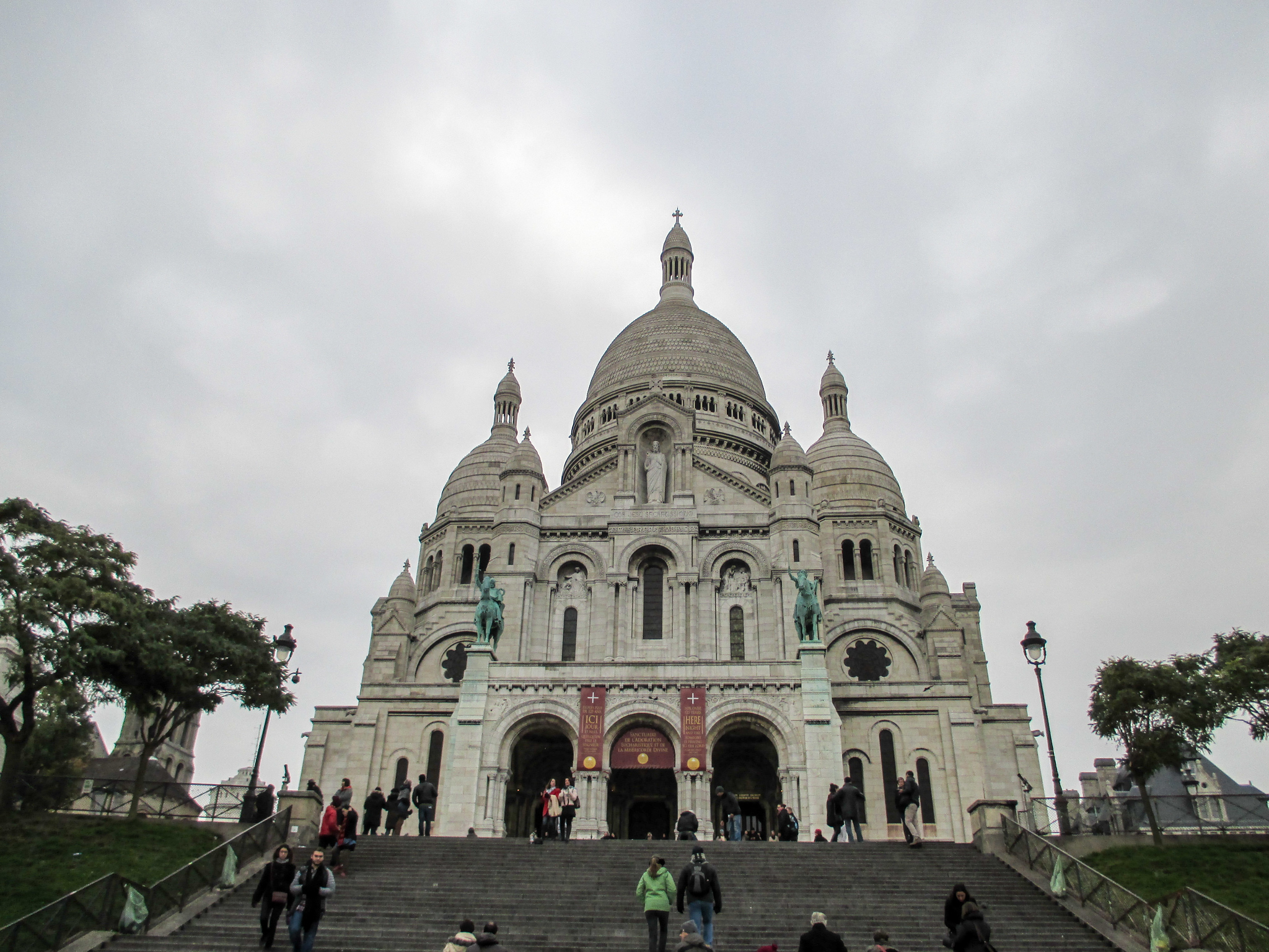 montmartre is the Best area to stay in paris for the first time