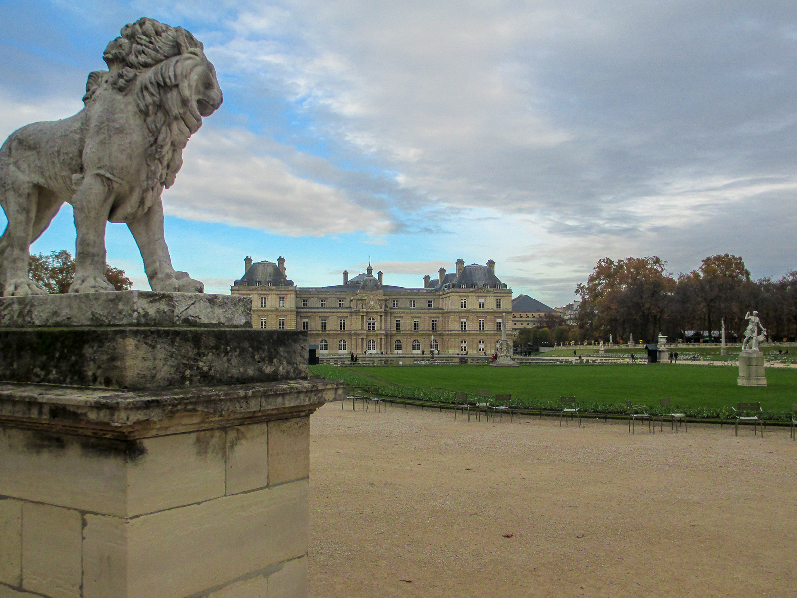 explore the parks when seeing paris for 2 days