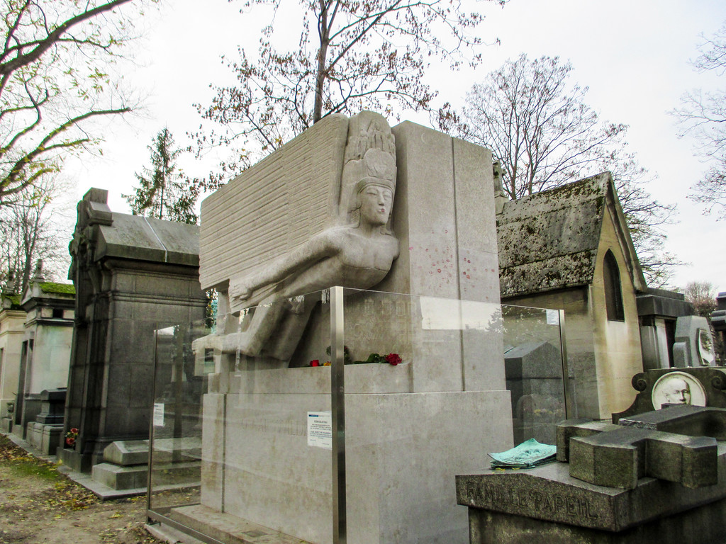 the oscar wilde tomb in all its glory