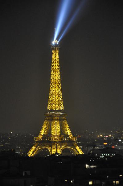 """<DIV ALIGN=RIGHT><i><a class=""""nav"""">© Felipe Popovics</a></i></DIV> Tour Eiffel"""