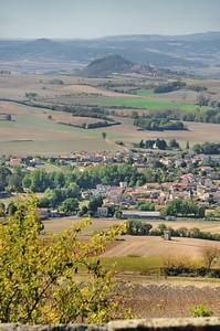 Au belvédère d'Usson - Vue sur Saint-Rémy-de-Chargnat et au loin, les buttes de Nonette et du Moncelet