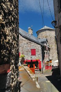 Besse-en-Chandesse - Ancien château du Bailli