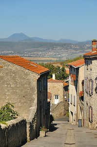 Montpeyroux - Rue de la Quye - Vue sur le Puy de Dôme