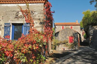 Usson - Rue de l'Eglise Saint-Maurice