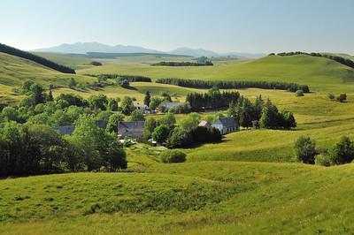 Au-dessus de Boutaresse - Puy Gros, Puy de Sancy, Puy Ferrand, Puy de Cacadogne, Puy des Crebasses, roc de Cuzeau, Puy de l'Angle, Puy de Monne, Puy de la Tache