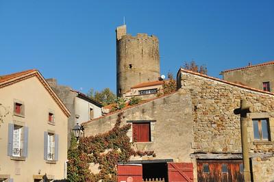 Montpeyroux - Place du Chaume et donjon
