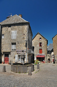 Besse-en-Chandesse - Place Pipet