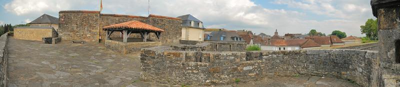 Navarrenx - Sur le chemin de ronde des remparts