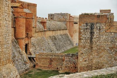 Fort de Salses - Entrée, porte et pont