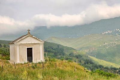 Chapelle à coté de l'église San Michele de Murato (Corse - Balagne)