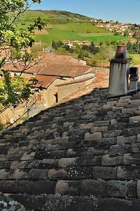 Oingt, côté toitures