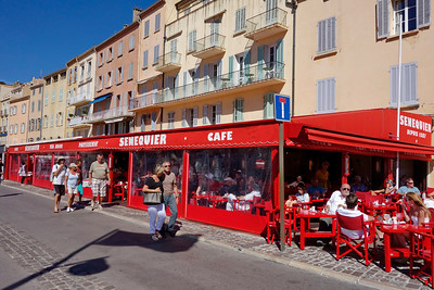 St_Tropez_red-cafe_DSC1006