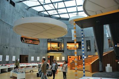 """Le Havre - L'intérieur du """"Petit Volcan"""", aujourd'hui bibliothèque"""
