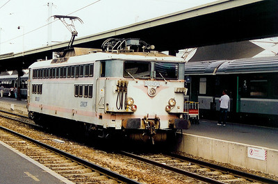 88505 at Paris Gare de Lyon on 27th August 2003