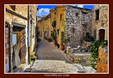 Tourrettes_sur_Loup_street_D3S3897