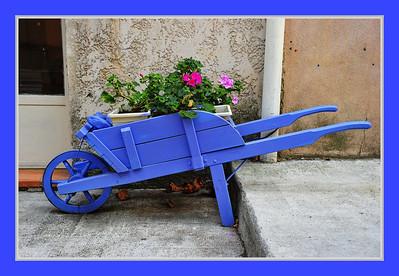 Vence_Blue-Wheel-barrow+flowers_D3S0237