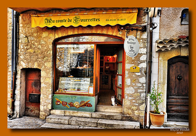 Tourrettes_bakery+cat-in-door_HDR_D3S3923