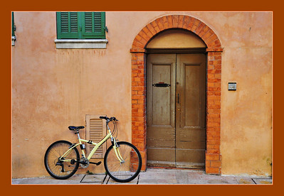 Vence_Bicycle+Arched-door+Grn-shutters+border_D3S0256