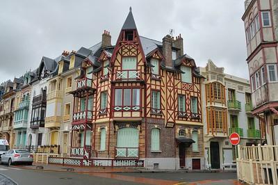 """Mers-les-Bains - Esplanade du Général Leclercq - Villa """"Myarka"""", de style Art Nouveau anglo-normand"""
