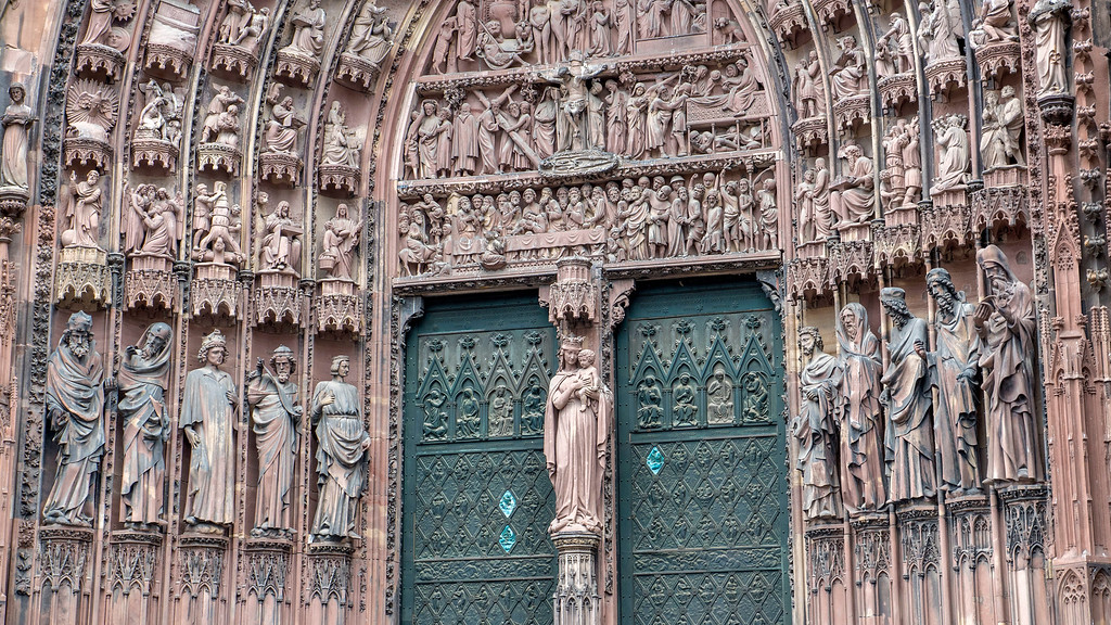 Top Things to do in Strasbourg France: Statues on the Strasbourg Cathedral