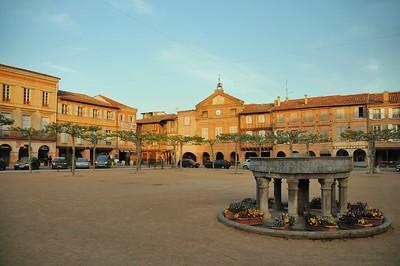 Lisle-sur-Tarn, bastide tarnaise - Place Paul Saissac
