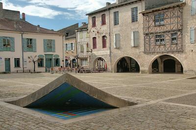 Lauzerte - Place des Cornières
