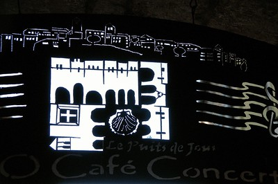 Lauzerte - Place des Cornières - Café-concert le Puits de Jour