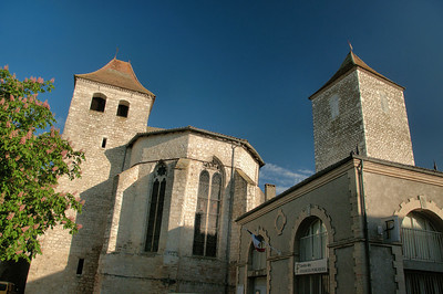 Lauzerte - Place des Cornières - Eglise Saint-Barthélemy