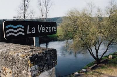 St  Leon Sur Vezere-Vezere River 02