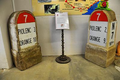 Piolenc - Musée Mémoire de la Nationale 7 - Bornes kilométriques